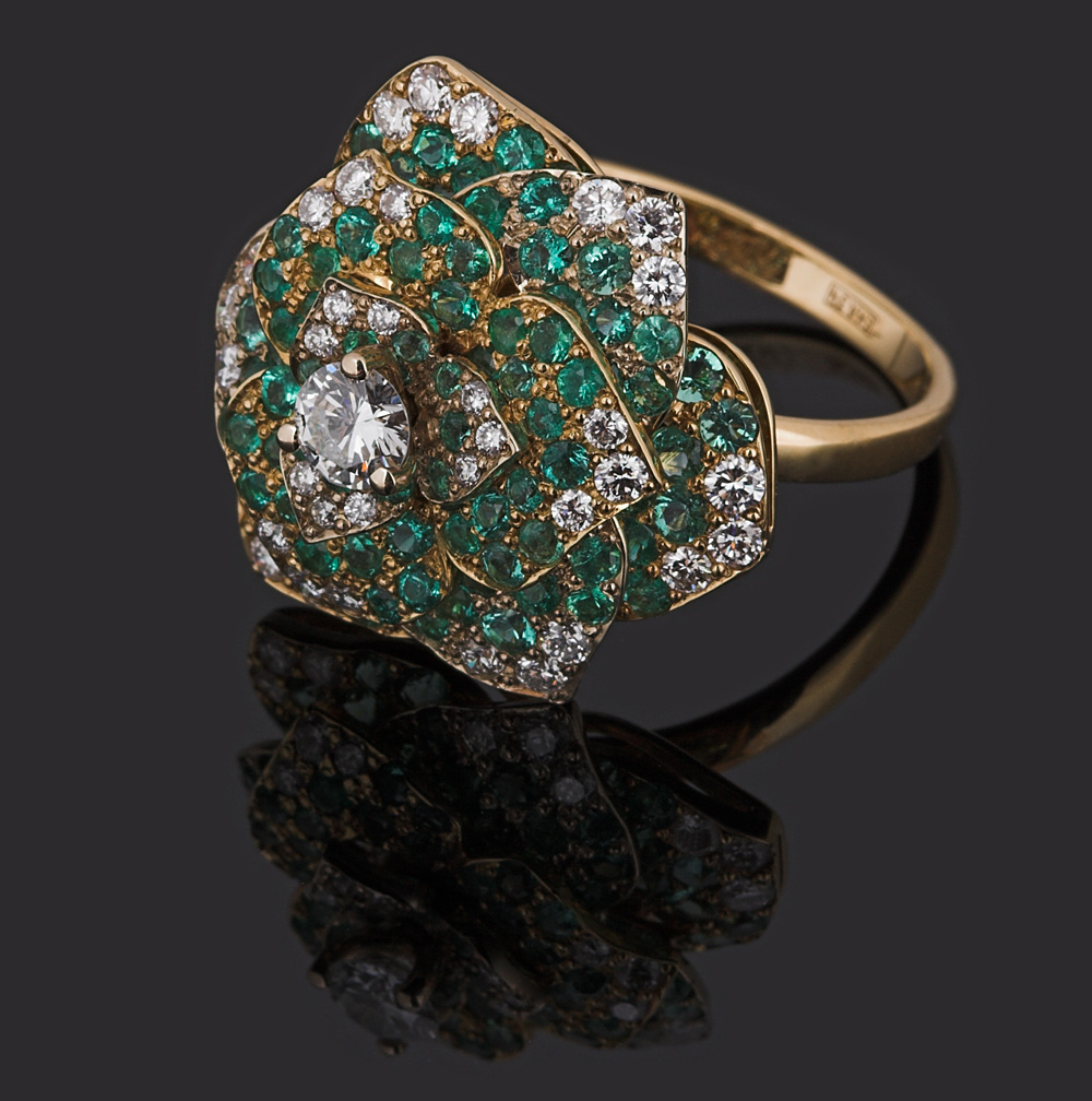 золотые кольца с синим камнем