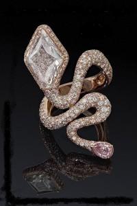 На каком пальце носить кольцо? Что говорят астрологи и хироманты?