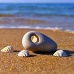 Дырявые камни