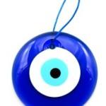 Амулет в форме глаза оберегает от сглаза